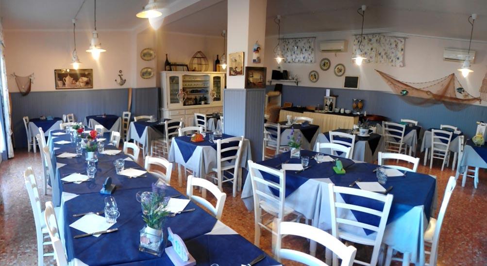 ristorante con terrazza nell'Albergo Hotel Ristorante Eva la Romantica a Moneglia